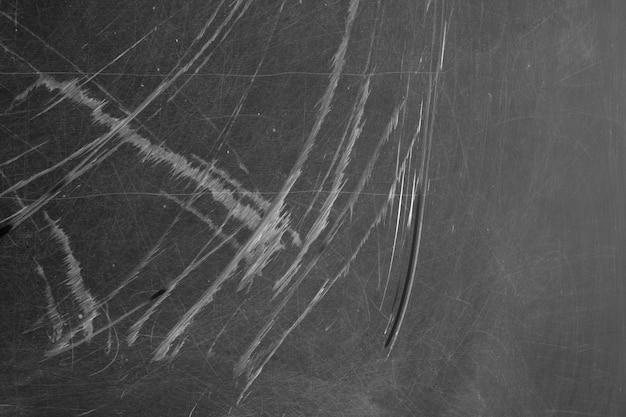 Texture de tableau noir avec des rayures et des traces de craie humide