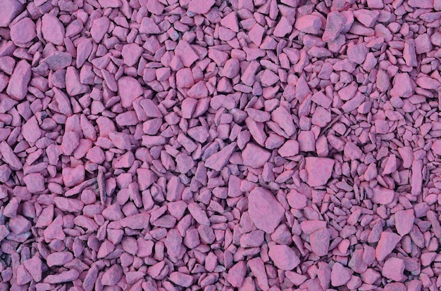 Texture d'un tas de pierres concassées, peintes en rose