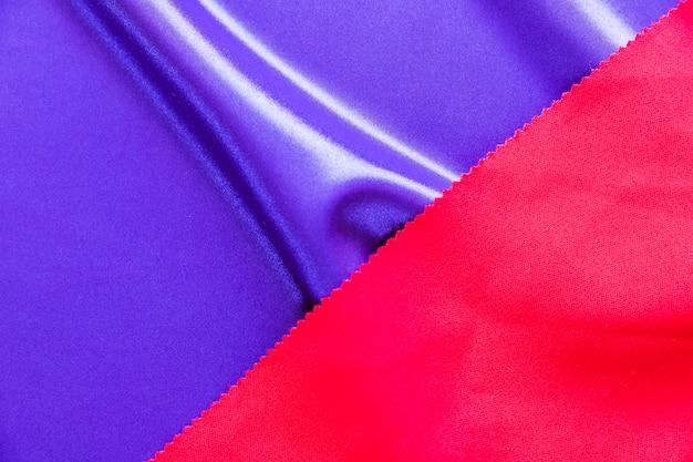 Texture de tissu lisse de couleur bleue et rouge