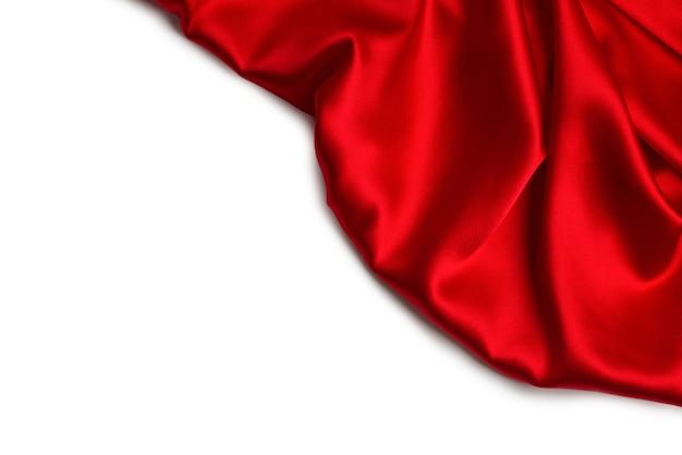 La texture de tissu de luxe en soie rouge ou en satin peut être utilisée comme fond abstrait. vue de dessus.