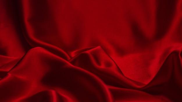La texture de tissu de luxe en soie rouge ou en satin peut être utilisée comme fond abstrait. vue de dessus