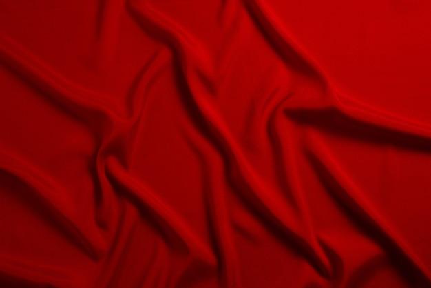 La texture de tissu de luxe en soie rouge ou en satin peut être utilisée comme fond abstrait