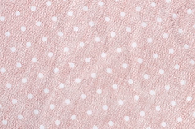 Texture de tissu à pois est fond de couleur rose, plis ondulés de tissu.