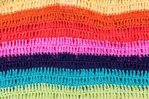 Texture de tissu rayé multicolore au crochet pour le fond