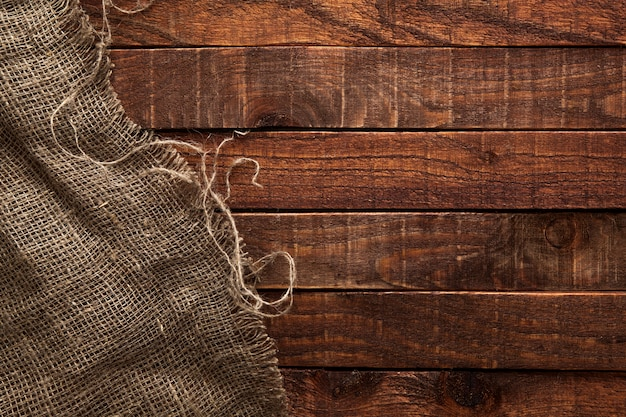 Texture de la toile de jute sur une table en bois