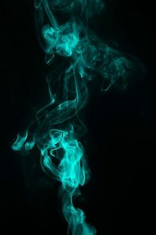 Texture transparente de fumée verte sur fond noir
