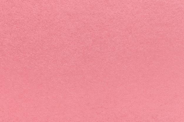 Texture de vieux fond de papier rose, agrandi. structure en carton rose dense.