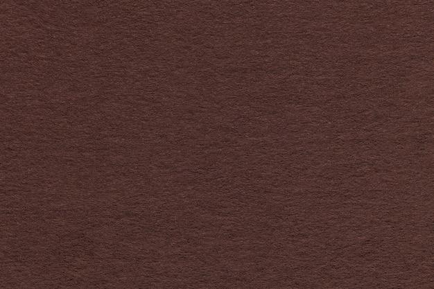 Texture de vieux gros plan de papier brun. structure d'un carton dense. l'arrière-plan.