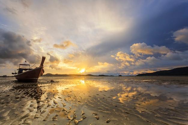 Thaïlande nature lever du soleil sur la plage