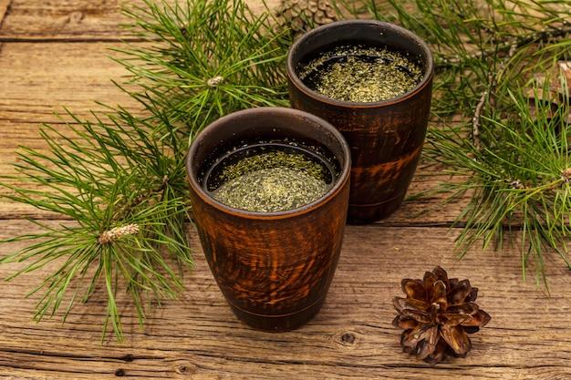 Thé à l'aiguille de pin, sollip-cha, boisson coréenne traditionnelle. médecine alternative, style de vie sain