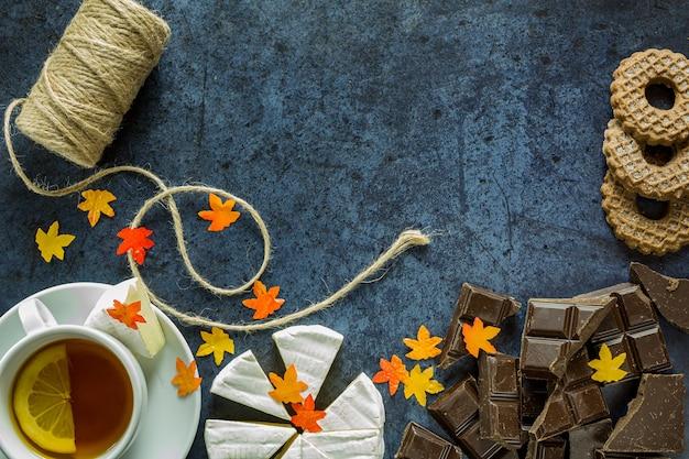 Thé au citron, chocolat et fromage