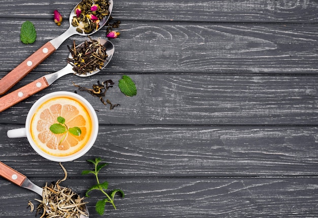Thé au citron et miel avec copie espace