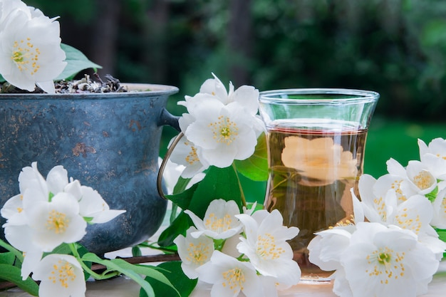 Thé au jasmin aux fleurs de jasmin