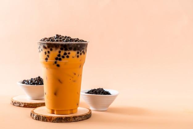 Thé au lait thaïlandais avec bulles