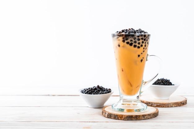 Thé au lait thaïlandais avec fond de bulles