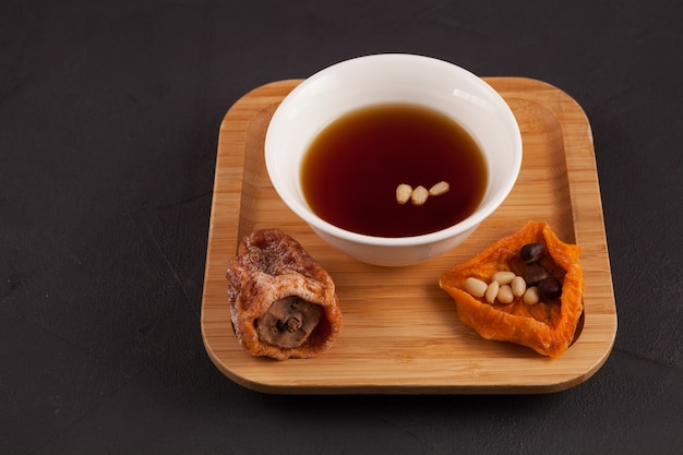 Thé aux fruits glacé coréen ou punch réfrigéré.