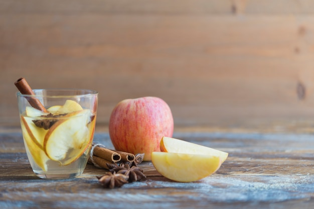 Thé aux pommes épicé
