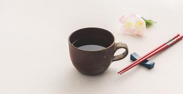 Thé avec baguettes du japon