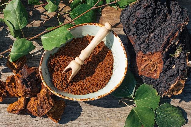 Le thé chaga, un puissant antioxydant, renforce le système immunitaire, sain et naturel, makin de champignons chaga sauvages