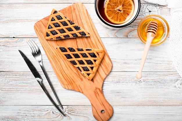 Thé chaud à l'orange et tarte