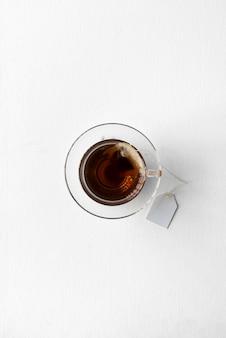 Thé chaud et sain à base de plantes savoureux