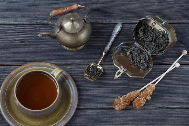 Thé dans une tasse, thé, cassonade