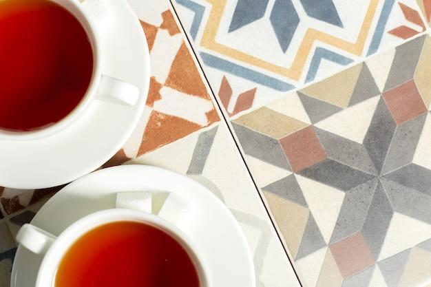 Thé du matin sur la table