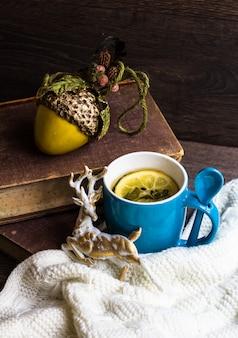 Thé épicé dans le temps froid