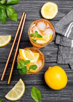 Thé glacé au citron à la menthe