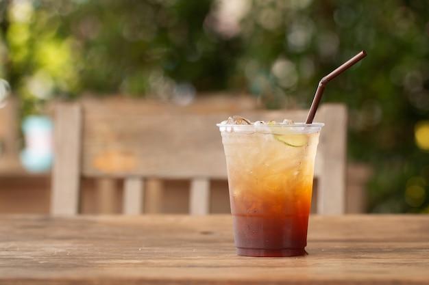 Thé glacé avec boisson d'été au citron et au miel