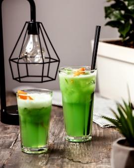 Thé glacé vert fait maison avec pipe