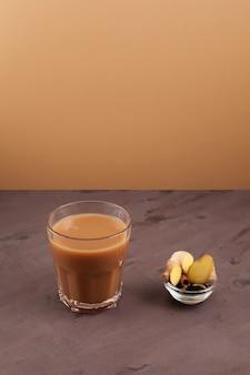 Thé indien au gingembre ou thé masala adrak chai
