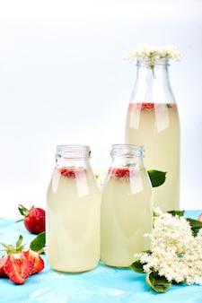 Thé kombucha aux fleurs de sureau et fraise