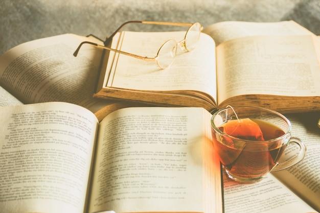 Thé et livre