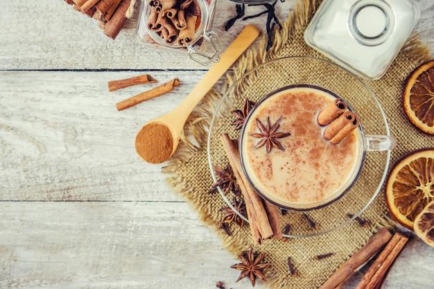 Thé masala. mise au point sélective. nourriture et boisson.