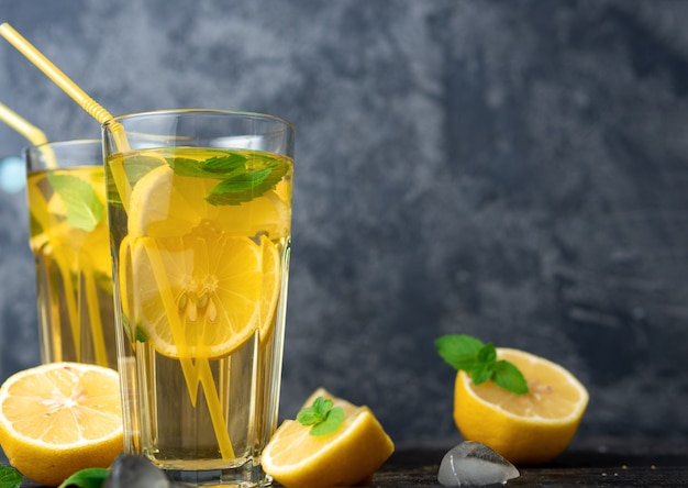 Thé mojito fait maison avec menthe, citron et glace
