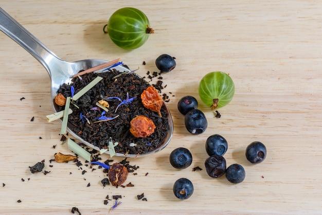 Thé noir aux fruits avec myrtille et groseille