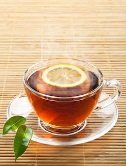 Thé noir chaud au citron