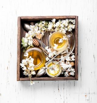 Thé à la saveur d'acacia