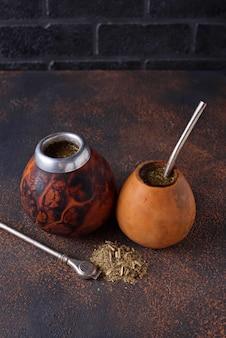 Thé traditionnel argentin maté de yerba