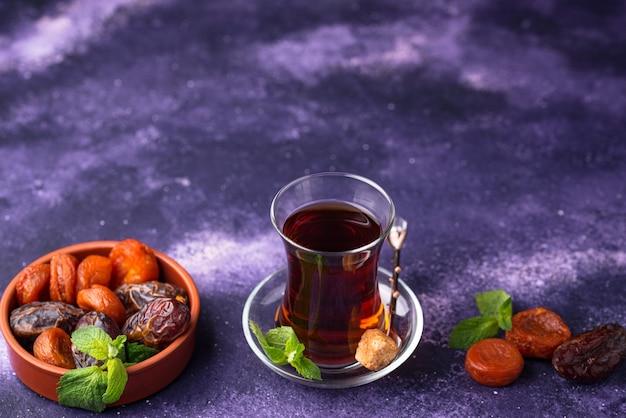 Thé turc aux fruits secs