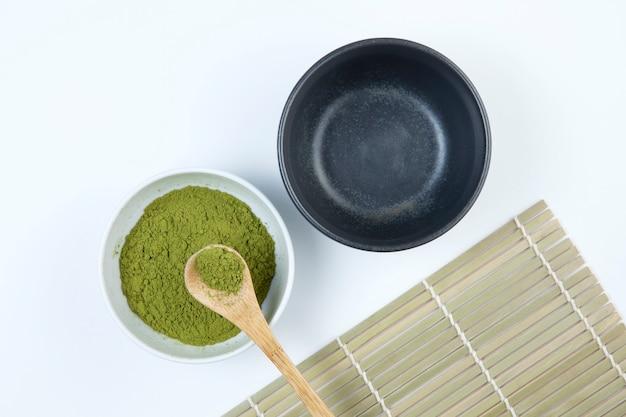 Thé vert matcha japonais ou chinois en poudre.