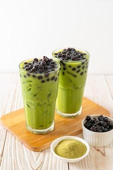 Thé vert matcha latte avec bulle