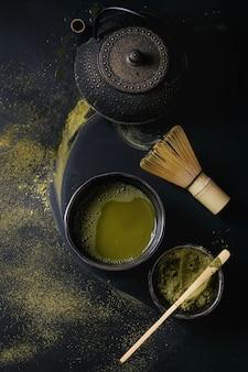 Thé vert matcha en poudre et boisson