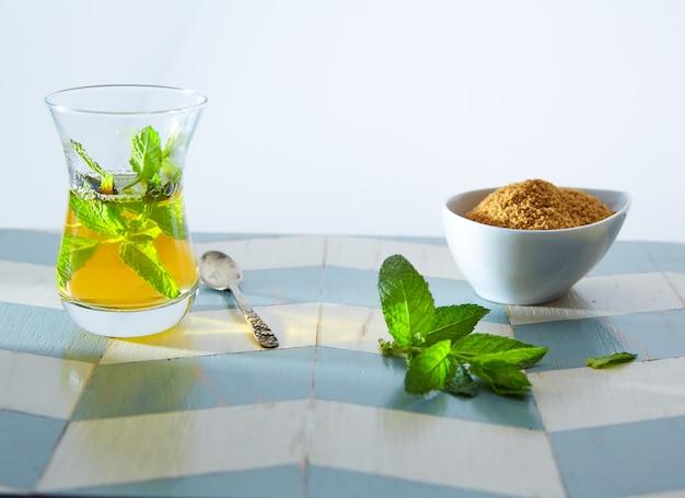 Thé vert à la menthe à la marocaine