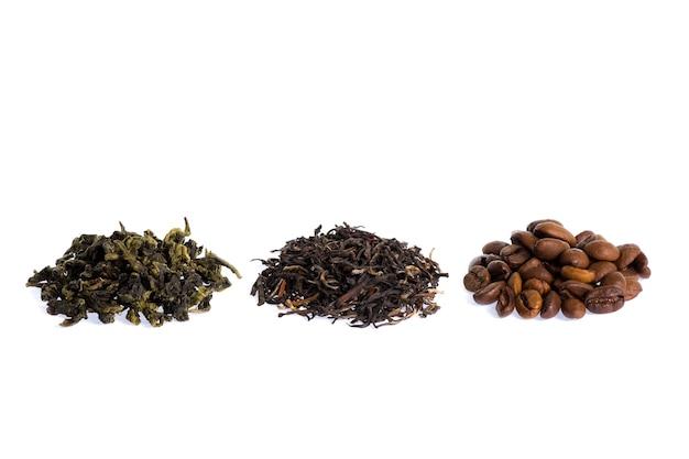 Thé vert, noir et café isolés sur blanc