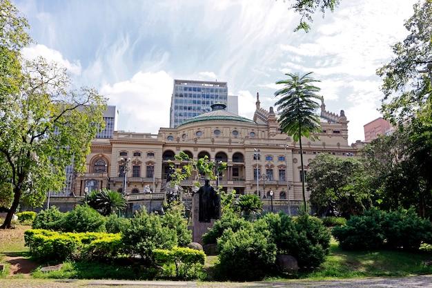 Théâtre municipal de sao paulo, inspiré par l'opéra de paris