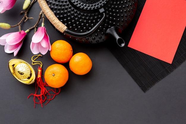 Théière avec carte maquette du nouvel an chinois