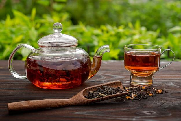 Théière en verre cuite à la vapeur tasse élégante cuillère en bambou avec table en bois de thé