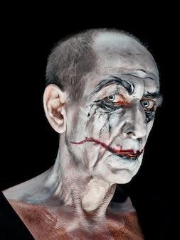 Thème halloween sanglant: visage de maniak fou